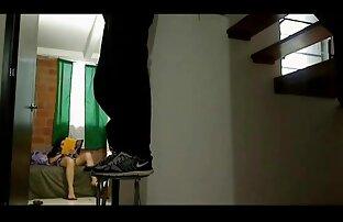 პორნო ვარსკვლავი, პირში აღება აზიელი მილფი ლესბო